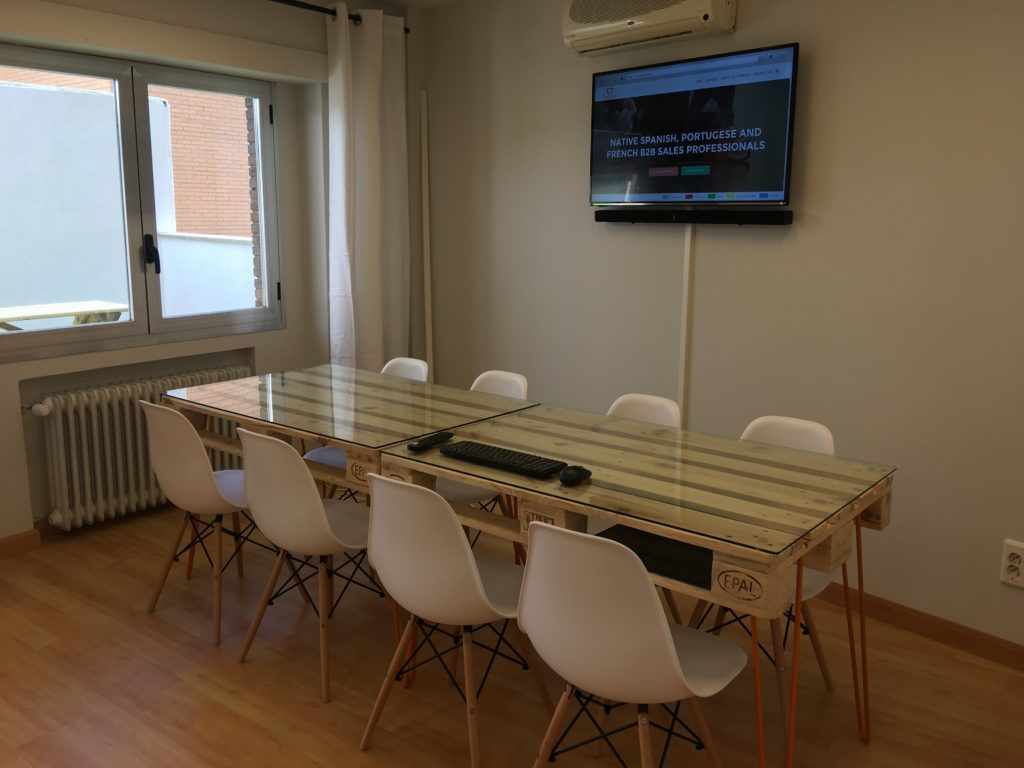 Semi separated meeting room